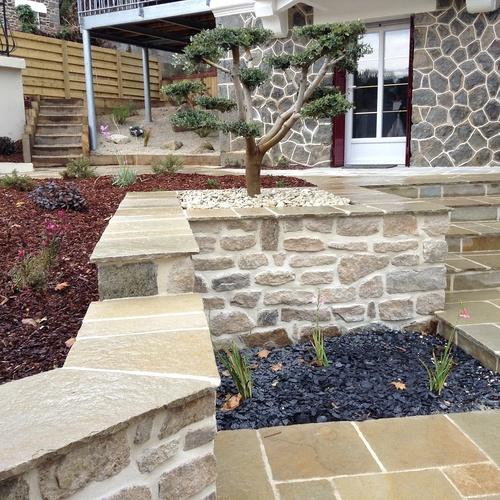 Aménagement d'un terrain en pente, accueil de la maison et aménagement de différentes zones du jardin - Binic