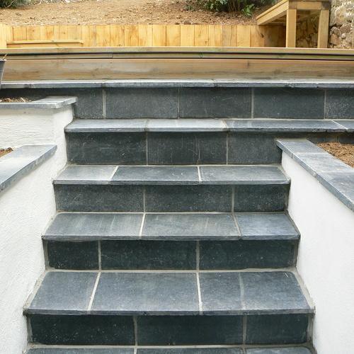 Aménagement d''un espace terrasse dans un jardin de ville - SAINT-BRIEUC