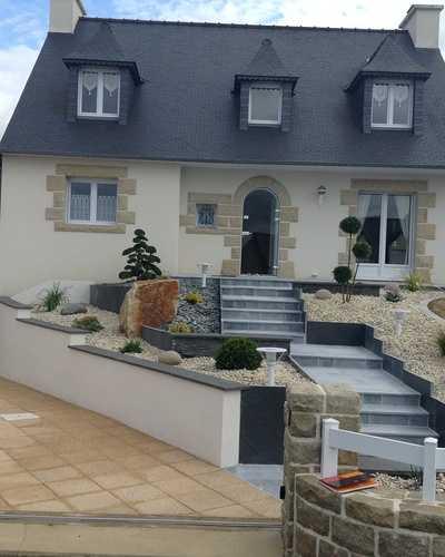 Aménagement paysager de l''entrée principale de maison