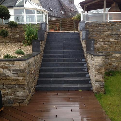 Escaliers et vastes terrasses - Lamballe