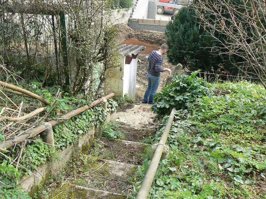 Aménagement d'un terrain en pente, accueil de la maison et aménagement de différentes zones du jardin - Binic p1240019