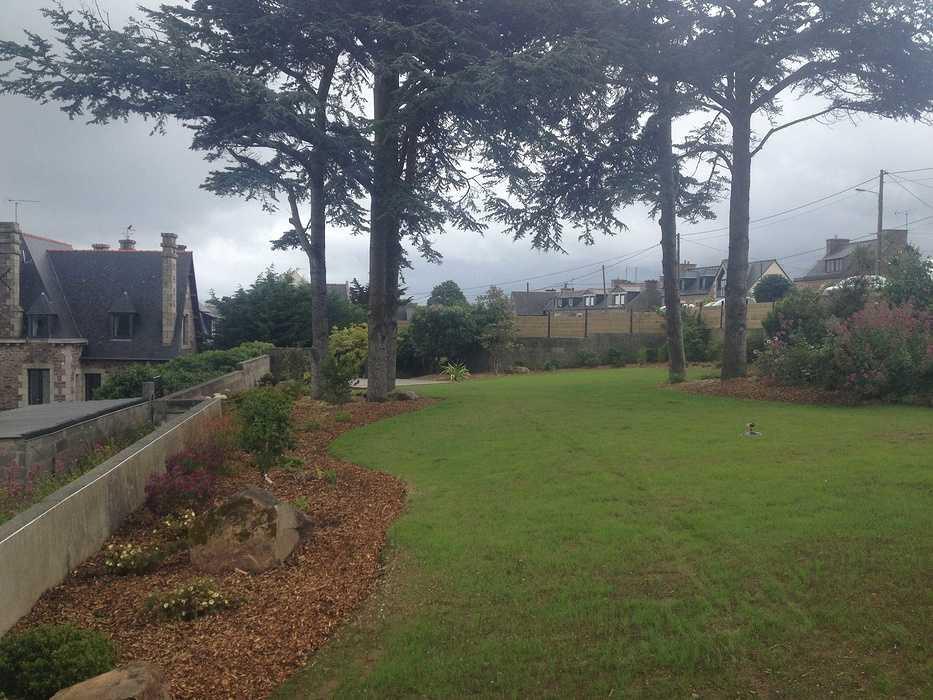 Rénovation du jardin en vue mer avec terrasse - LOGUIVY apres8