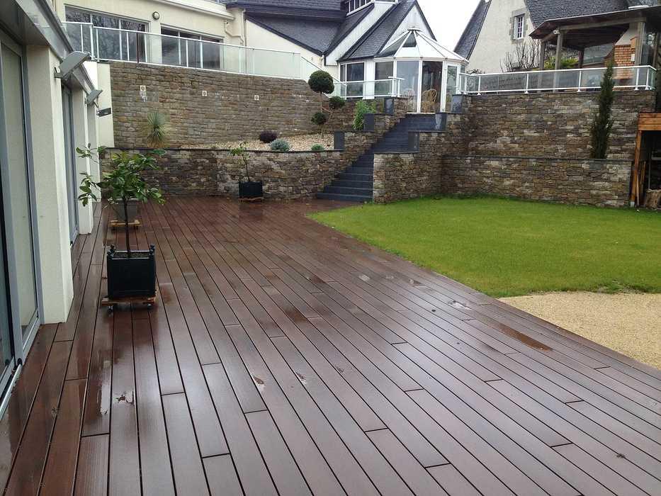 Escaliers et vastes terrasses - Lamballe img2395