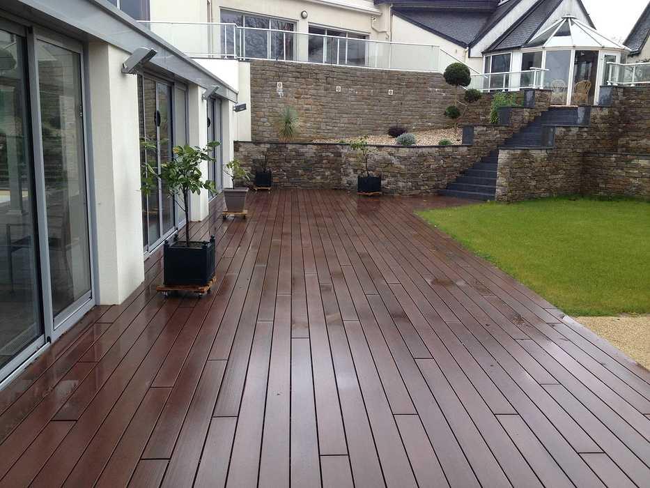 Escaliers et vastes terrasses - Lamballe img2396