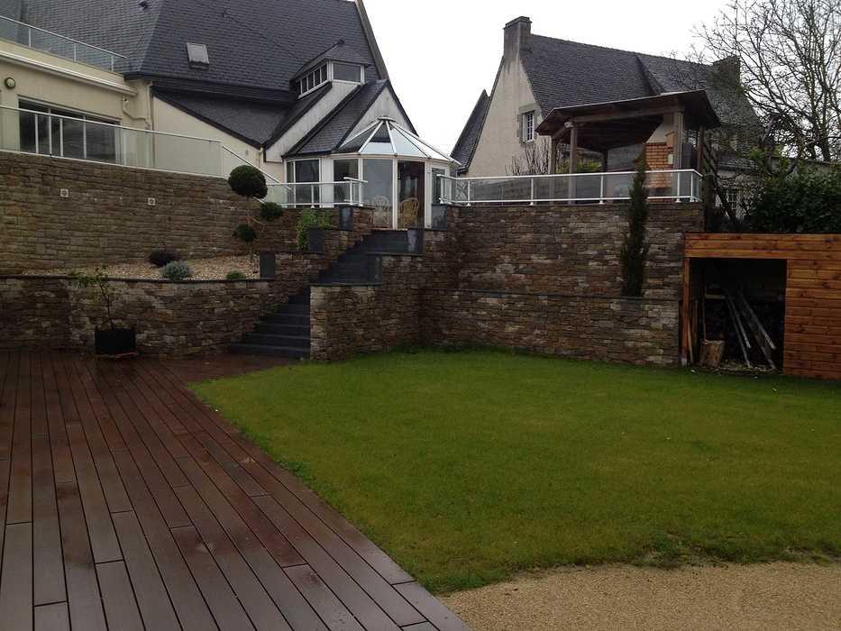 Escaliers et vastes terrasses - Lamballe img2397