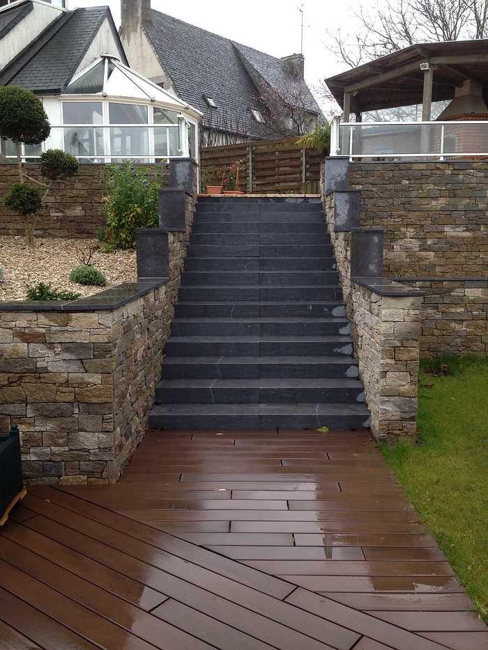 Escaliers et vastes terrasses - Lamballe img2398