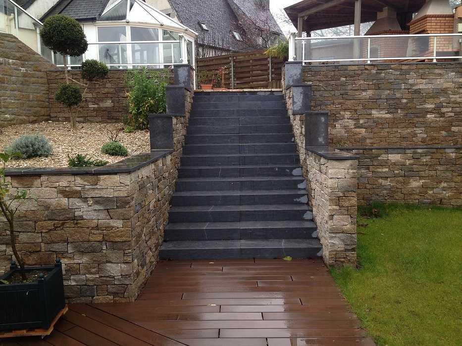 Escaliers et vastes terrasses - Lamballe 0